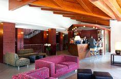 www.bluserena.it L'Hotel Sansicario Majestic è un Hotel 4 stelle, in località Sansicario (TO), a 1700 m slm nel comprensorio della Vialattea; gli impianti rinnovati in occasione delle recenti Olimpiadi invernali e i 400 km di piste di ogni livello ne fanno la meta ideale per gli amanti dello sci. Gli impianti possono essere utilizzati anche dai non sciatori per raggiungere le baite in quota.
