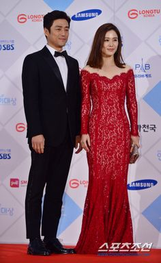 Kim Hyun Joo and Ji Jin Hee at the SBS Drama Awards 2015 red carpet.