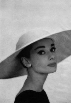 """Audrey Hepburn: """"Audrey in the Audrey Hepburn Outfit, Aubrey Hepburn, Audrey Hepburn Photos, Audrey Hepburn Fashion, Hollywood Glamour, Classic Hollywood, Old Hollywood, Iconic Women, Mode Vintage"""