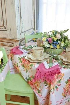 59 super ideas for kitchen table shabby chic tea time Shabby Chic Cottage, Cozy Cottage, Shabby Chic Homes, Cottage Style, Look Vintage, Vintage Shabby Chic, Vintage Table, Vintage Items, Tea Time Magazine