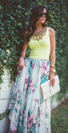 floral maxi skirt. Love this look!