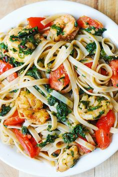 Tried and Tested: Shrimp, tomato, and spinach pasta in garlic butter sauce. Delicious and quick weeknight dinner. Also works with chicken instead of shrimp. Shrimp Dishes, Pasta Dishes, Shrimp Meals, Shrimp Pasta, Garlic Shrimp, Spicy Shrimp, Garlic Pasta, Garlic Chicken, Fish Recipes