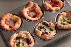 Muffinforme kan og skal ikke kun bruges til muffins. Prøv disse lækre og lette pizzamuffins, der er gode til fester, hyggelig og nem aftensmad og endda i madpakken dagen efter