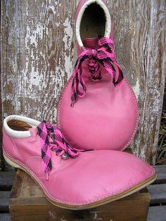 Google Image Result for http://www.kitsch-slapped.com/wp-content/uploads/2009/02/hot-pink-vintage-clown-shoes.jpg