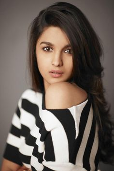 Alia Bhatt has done new photoshoot for her new movie. She look more cute in short sexy dresses. Have a look Alia Bhatt 25 Photos. Bollywood Girls, Bollywood Stars, Bollywood Celebrities, Indian Celebrities, Bollywood Outfits, Bollywood Fashion, Hindi Actress, Bollywood Actress, Alia Bhatt Photoshoot