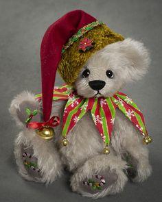 Merry Christmas - about 10.5 inches - German Mohair. #artistbear #artistbears #teddybear #christmas #vickylougher Toy Corner, Bear Wallpaper, Merry Christmas, Christmas Ornaments, Teddybear, Bear Toy, Plushies, German, Pets
