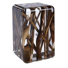 Разработали коллекцию акриловой мебели. Главной концепцией данной мебели является то, что каждый предмет изготовлен из прозрачного акрила, с расположенными внутри различными природными элементами, например морская галька, натуральное дерево, кварцит. Благодаря чему создается необычная морская атмосфера в комнате.