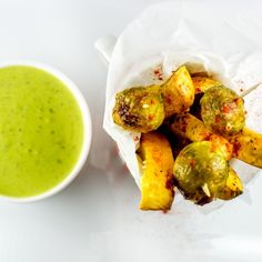 Sos cu busuioc Salad Dressing, Potato Salad, Dips, Potatoes, Pasta, Meals, Vegan, Chicken, Cooking