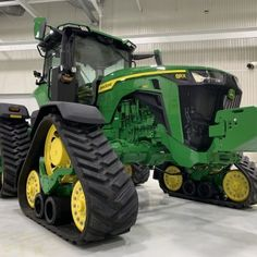 A Walk Around the New John Deere 8RX Tractor   Successful Farming Big Ford Trucks, Lifted Chevy Trucks, Pickup Trucks, Old John Deere Tractors, Big Tractors, Successful Farming, Modern Agriculture, Allis Chalmers Tractors, Motocross