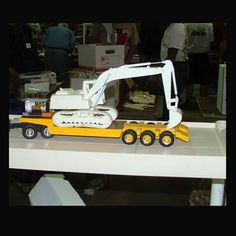 1970 Excavator Heavy Equipment Tractor - Resin Motor Replicas