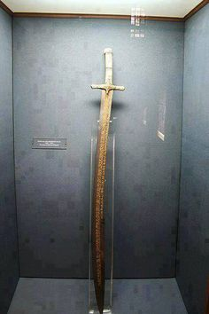 Sword of Sultan Mehmet al-Fatih (The Conqueror of Constantinople) Originally found on: ottoman-empire Swords And Daggers, Knives And Swords, Mehmed The Conqueror, Curved Swords, Indian Sword, Empire Ottoman, Ninja Sword, Katana Swords, Turkish Art