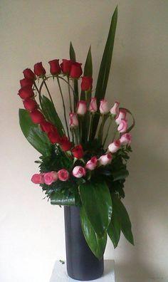Rosen Arrangements Ideen - All About Design Floral, Deco Floral, Arte Floral, Church Flowers, Funeral Flowers, Wedding Flowers, Send Flowers, Mothers Day Flowers, Ikebana