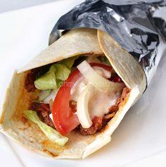 Naast het broodje Kebab is Lahmacun ook een zeer bekend fastfood gerecht in de Turkse keuken. Maar gelukkig is het ook heel makkelijk om zelf te maken!
