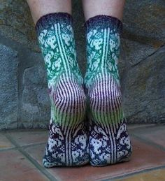 Ravelry: KnittingSuzannes Elephants without Stripes Knitted Slippers, Wool Socks, Slipper Socks, My Socks, Knitting Socks, Hand Knitting, Knitting Designs, Knitting Patterns, Crazy Socks