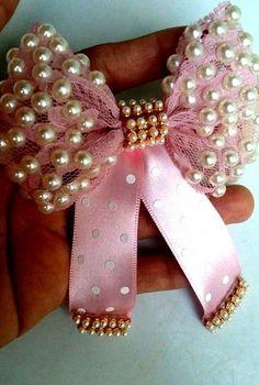 This post was discovered by Az – Handwerk und Basteln Hair Ribbons, Diy Hair Bows, Diy Bow, Ribbon Hair, Handmade Hair Bows, Barrettes, Ribbon Work, Diy Hair Accessories, Ribbon Crafts