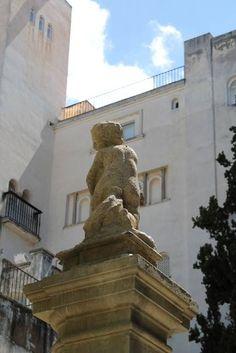 Algunos elementos arquitectónicos y ornamentales utilizados en la construcción del @CarmenBlancoFRA están realizados con piedra artificial. #architectureMW