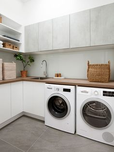 Laundry room decoration with burnt cement floor, air . Laundry Decor, Basement Laundry, Laundry Room Organization, Laundry Room Design, Laundry In Bathroom, Bathroom Small, Red Kitchen Appliances, Laundry Room Colors, Modern Laundry Rooms