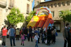 01/06/2013 - 4a Fira de la Ratafia. Tobogan inflable. Plaça Major