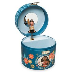 Turn key on back and open lid to see Moana figurine pirouette Music box plays How Far I'll Go Screen art with Moana characters and Pacific Islands floral print Mirror on inside lid Flocked lining Gold Moana Birthday Party, Moana Party, Disney Bedrooms, Musical Jewelry Box, Paint Colors For Living Room, Room Paint, Pig Party, Disney Jewelry, Barbie Accessories