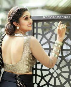 Beautiful Blouses, Beautiful Saree, South Indian Actress, Beautiful Indian Actress, Golden Blouse, Saree Backless, Kim Kardashian Show, Saree Styles, Saree Blouse Designs