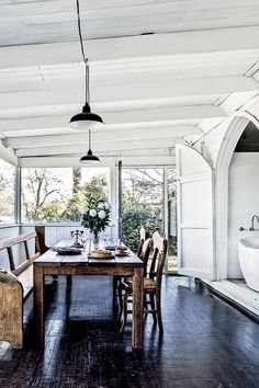 Look Over This Modern country style. Australian interior design/ decor inspiration The post Modern country style. Australian interior design/ decor inspiration… appeared first on Post Decor . Country Interior Design, Interior Design Minimalist, Australian Interior Design, Country House Design, Modern Country Style, Country Style Homes, Country Decor, Australian Country Houses, Australian Homes