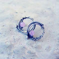 Mini kółka z kwarcem różowym (proj. Feminine), do kupienia w DecoBazaar.com