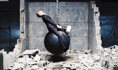 Tom Hiddleston came in like a wrecking ball ... with Thor's hammer! LOL!!!!!!!!!!! // IS THIS REAL? O.o