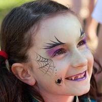 Boszorkány kislány arcfetés