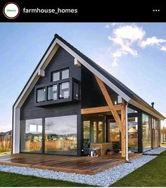 Farmhouse Homes, Farmhouse Design, Modern Farmhouse, Modern Barn, Modern Tiny House, Tiny House Plans, Tiny House Exterior, Haus Am See, Cabin Plans