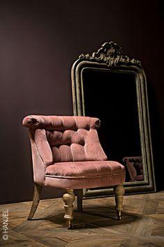 Mon petit fauteuil crapaud rose poudré, j'adore...Allez Allez Allez tout est beau tout est rose..... https://youtu.be/mQzb733SzJ4