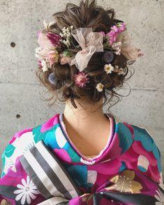 Wedding Hair Flowers, Flowers In Hair, Fancy Hairstyles, Wedding Hairstyles, Bridal Hairdo, Hair Arrange, Hair Setting, Japanese Hairstyle, Floral Headbands