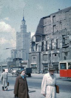 Old Pictures, Old Photos, Vintage Photos, Warsaw Guide, Poland People, Pictures Of Beautiful Places, Old Photography, Warsaw Poland, Old Street