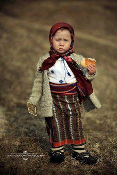 traditional clothing (Irinel Cîrlănaru)
