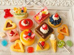 スイーツデコパーツ(H074) 20個入り つやつやプリン、パンケーキ、ブルーベリータルト、ソフトクリーム、ケーキ他