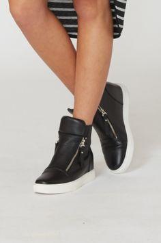 Hidden kicks / black/white
