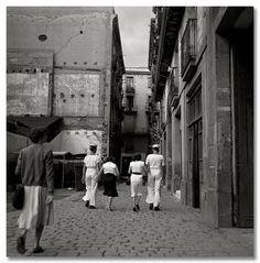 Francesc Català-Roca - Marineros en el Barrio Chino. Barcelona, 1953