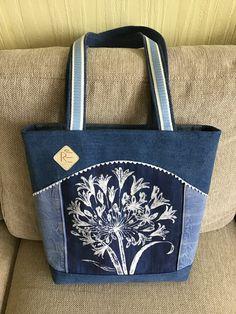 Pircsi táskái Patchwork Bags, Quilted Bag, Denim Bag Patterns, Sacs Design, How To Make Purses, Diy Bags Purses, Embroidery Bags, Fabric Bags, Zipper Bags