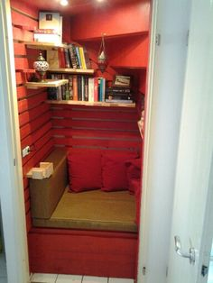 Reading corner from pallet wood