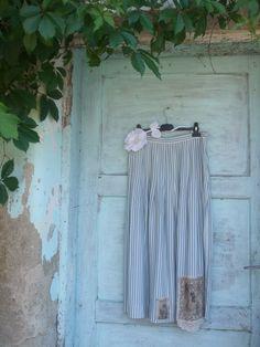 "sukně ""na kolena"" starobylá ze 100%bavlny ,do vel:42 Curtains, Facebook, Design, Home Decor, Art, Art Background, Blinds, Decoration Home, Room Decor"