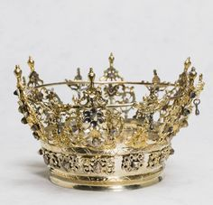 Swedish bridal crown of silver made by Jonas J. Gynell from Vimmerby Sweden Brudkronan, from the collection of Nordiska Museet, Stockholm Crown Royal, Royal Jewels, Crown Jewels, Pageant Crowns, Tiaras And Crowns, Royal Tiaras, Swedish Fashion, Swedish Style, Bridal Crown