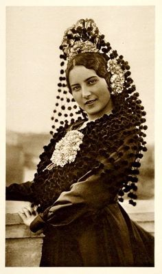 Vintage Spanish mantilla hair accessory.