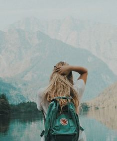 Muitas vezes a vida nos leva a rumos diferentes, estradas tortas, e caminhos que parecem não ter volta, faz parecer não ter mais saída e ficarmos presos em nossos próprios medos e ilusões. Ma…