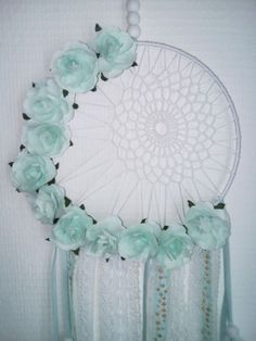 Crochet mandala tutorial projects 60 ideas for 2019 Lace Dream Catchers, Dream Catcher Craft, Crafts To Make And Sell, Diy Arts And Crafts, Diy Crafts, Los Dreamcatchers, Dream Catcher Tutorial, Crochet Decoration, Crochet Mandala