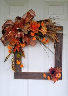 Gorgeously Crisp & Oxidized Rustic Fall Home decor ideas - Hike n Dip - - Change your home decor with the colors of nature. Since it's Autumn season, here are Rustic Fall home decor ideas, which are crisp, cheap & easy. Thanksgiving Wreaths, Autumn Wreaths, Wreath Fall, Diy Thanksgiving Decorations, Spring Wreaths, Summer Wreath, Holiday Wreaths, Fall Decorations Diy, Fall Leaf Garland