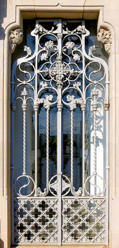 Wrought Iron Decor, Wrought Iron Gates, Arched Windows, Windows And Doors, Iron Gates Driveway, Garden Gates And Fencing, Fence, Color Cobre, Corrugated Metal