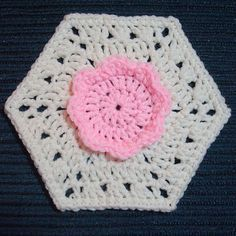Flower hexagon ~ free pattern from  Dly's Hooks and Yarns