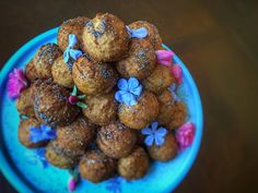 Explore the Roman sweet tooth with this recipe for bite-sized honey and poppy-seed cakes. Globi are so irresistable that you'll want to make a double order! Old Recipes, Sweet Recipes, Ancient Roman Food, Ancient Recipes, Poppy Seed Cake, Dessert Bread, Desert Recipes, Sweet Tooth, Good Food