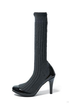 Round-Toed Knit Warmer Heels
