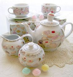 The Icing on the Cake, Cupcakes and Cookies Tea Set Chocolate Covered Coffee Beans, Chocolate Pots, Cupcake Cookie Jar, Cupcake Boutique, Sweet Cupcakes, Teapots And Cups, Ice Cream Party, Kitchen Themes, Afternoon Tea