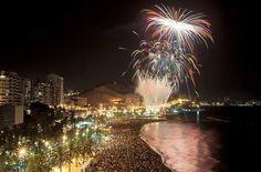 fuego y la pólvora con el Festival Internacional de Fuegos La nit del Foc se cerro con estos increibles Fuegos Artificiales de #Alicante.  Del 25 al 29 de junio, la playa del Postiguet acogió este grandioso espectáculo pirotécnico. #Alicanteonfire #CostaBlanca #disfrutayaprende